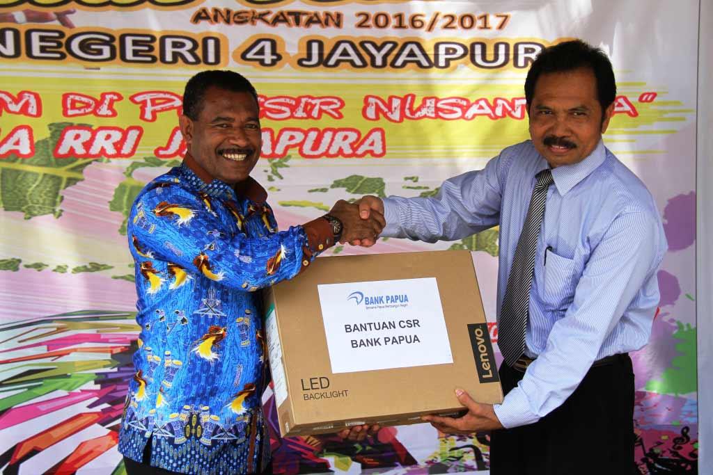 Bantuan CSR SMAN 4 Jayapura